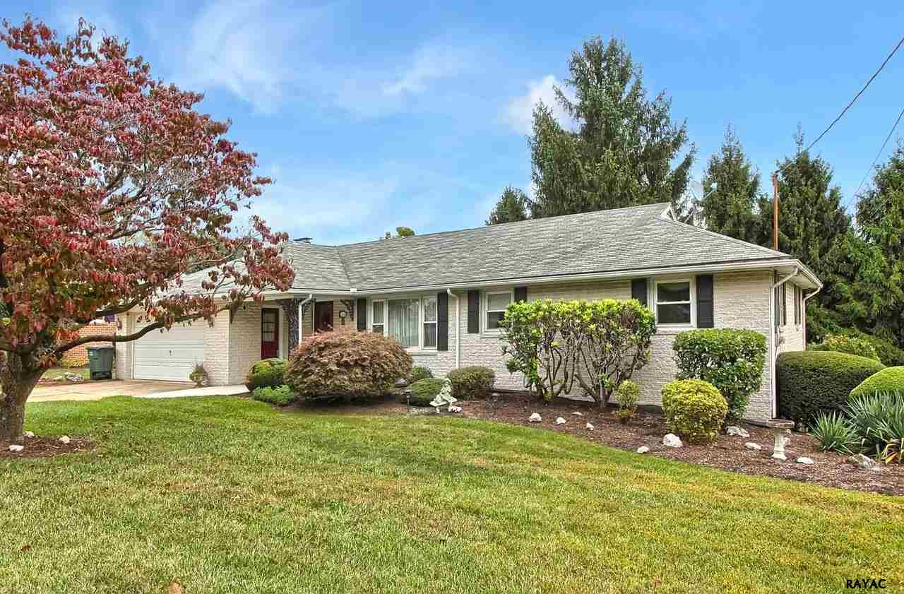 3126 Skylight Dr E, York Township, PA 17402