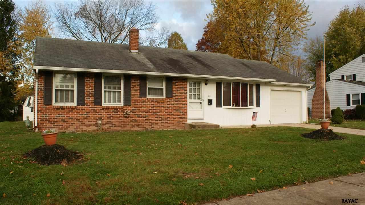 211 Ewell Ave, Gettysburg, PA 17325