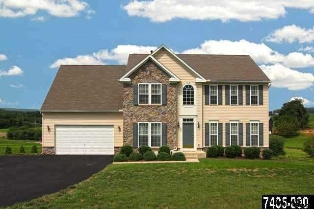 236 Courtney Ct, Spring Grove, PA 17362