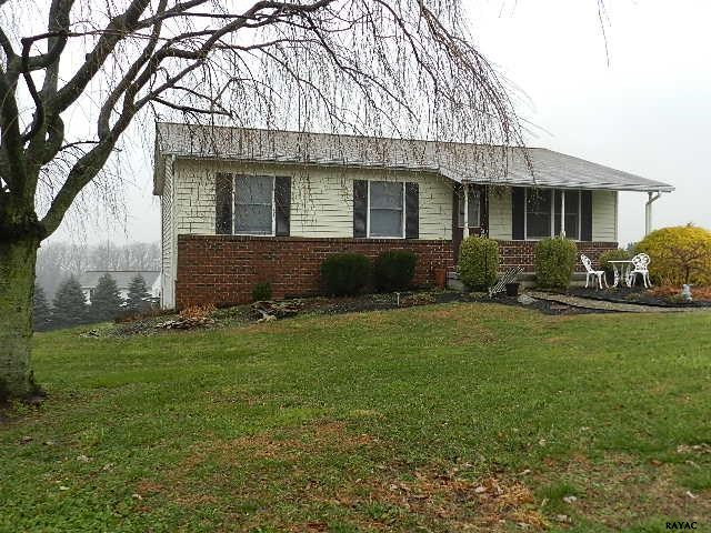 60 Valley View Dr, Windsor, PA 17366