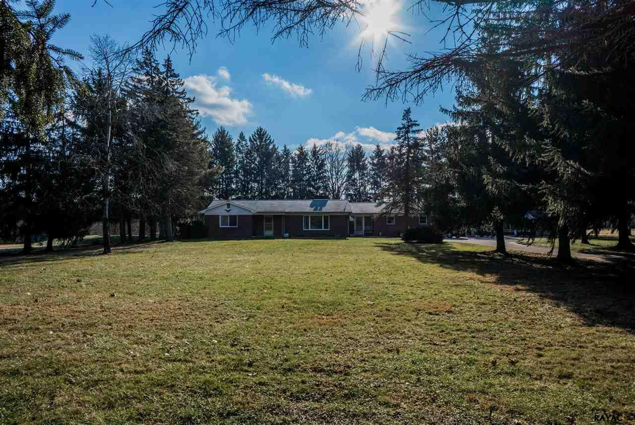 735 E Camping Area Rd, Wellsville, PA 17365