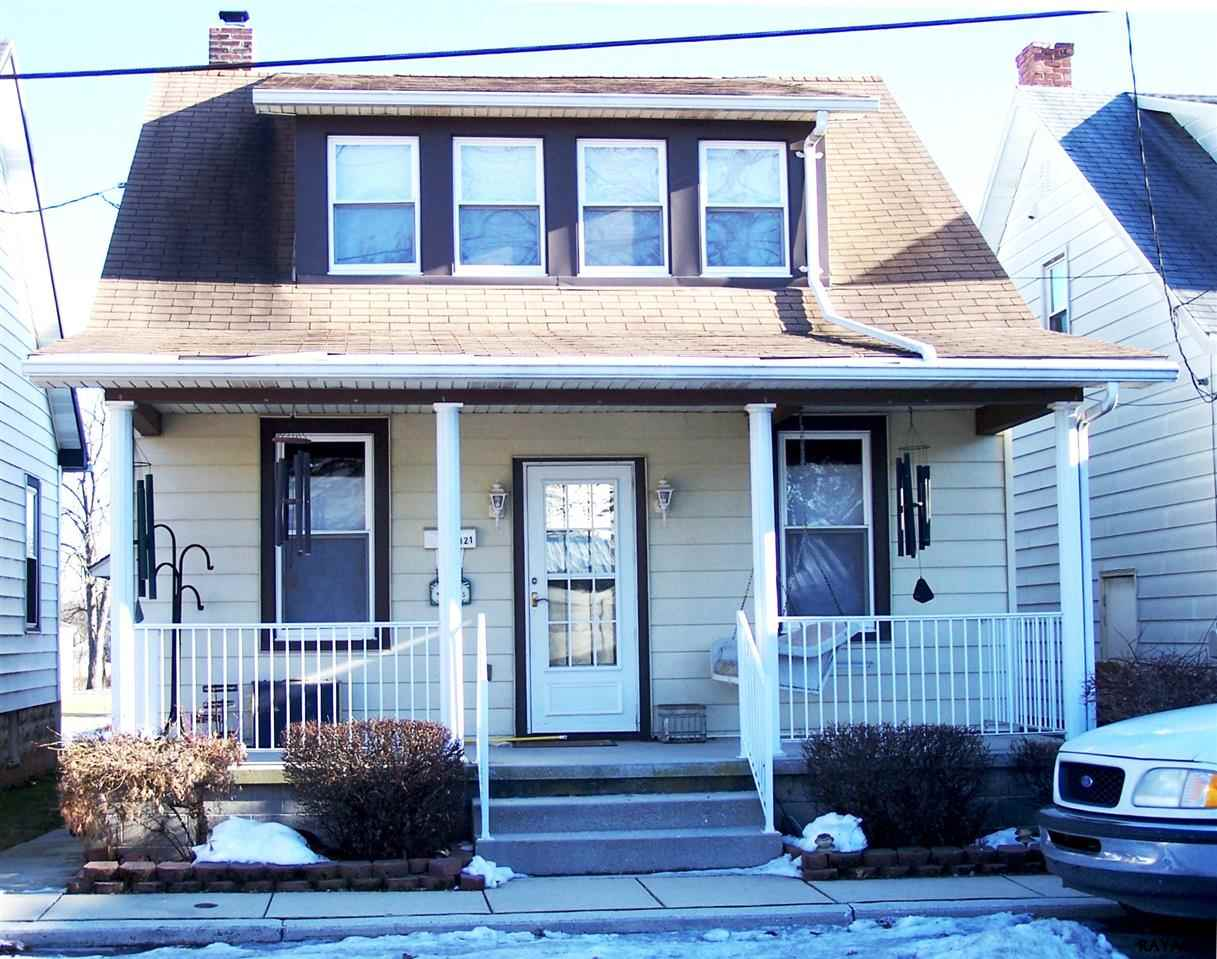 121 Pleasant St, New Oxford, PA 17350