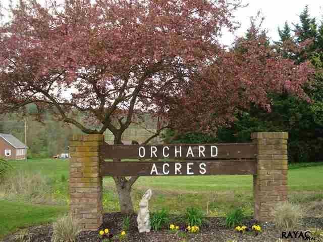 8 Orchard Dr, Hanover, PA 17331