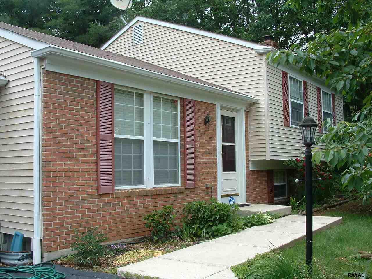 279 Oakbrook Dr, Felton, PA 17322