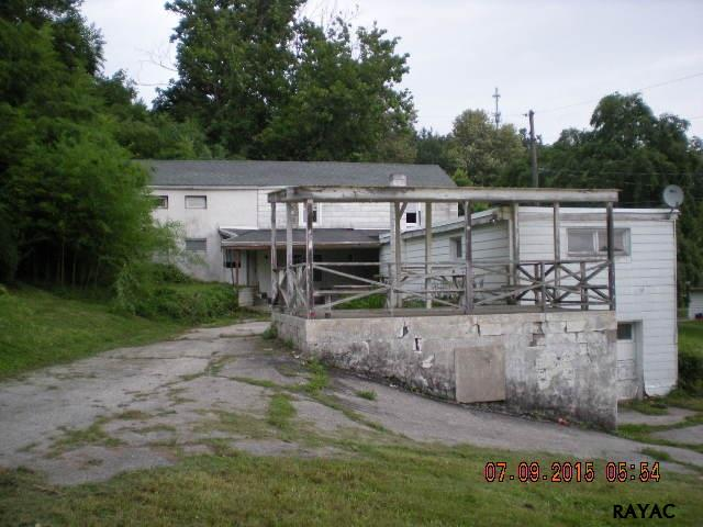 401 Horace Mann Ave, Red Lion, PA 17356