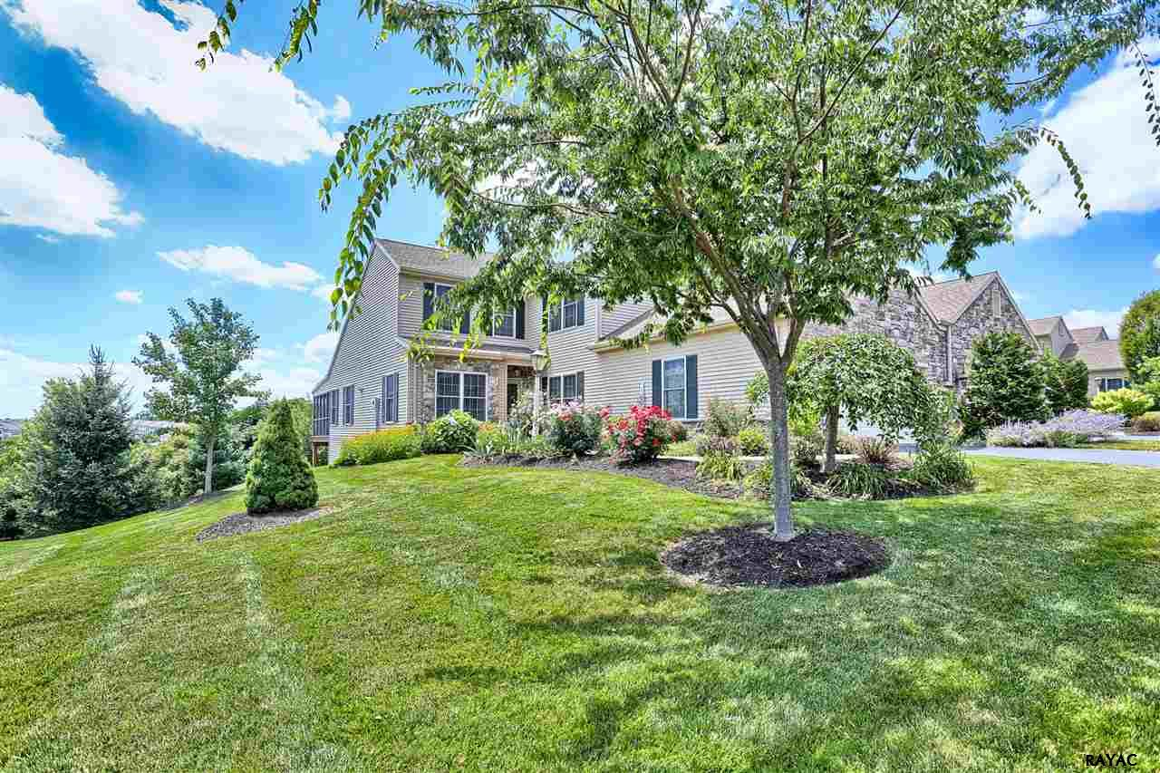 1736 Stone Hill Dr, York, PA 17402