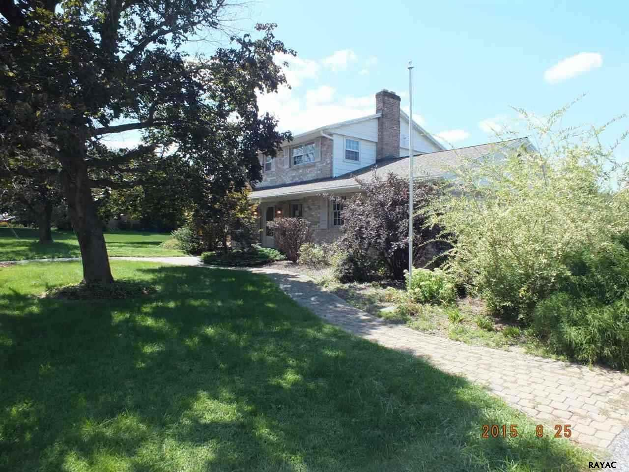 2045 Andover Dr, Dover, PA 17315