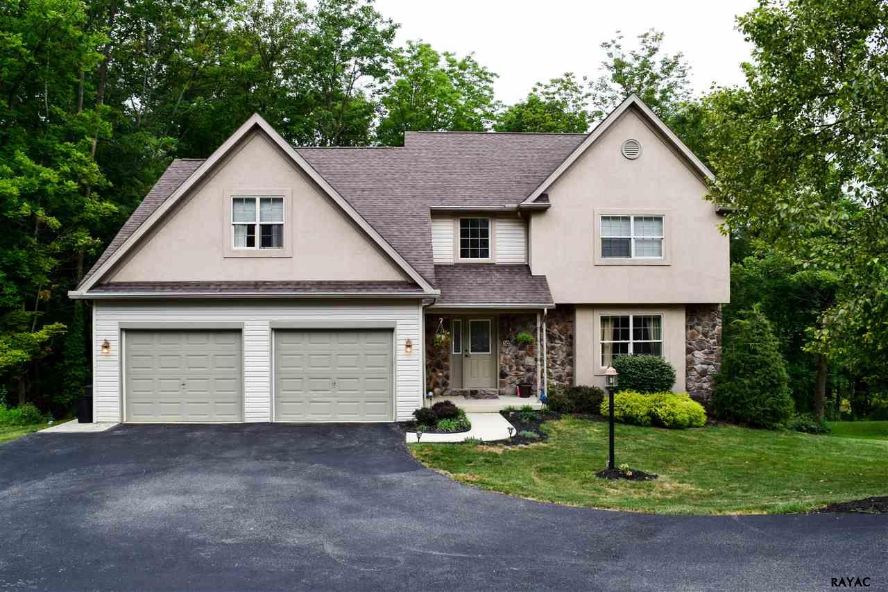 303 Mohawk Dr, Red Lion, PA 17356