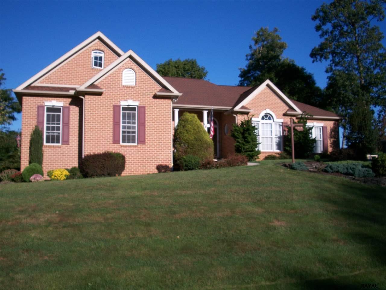7050 Fairway Oaks, Fayetteville, PA 17222