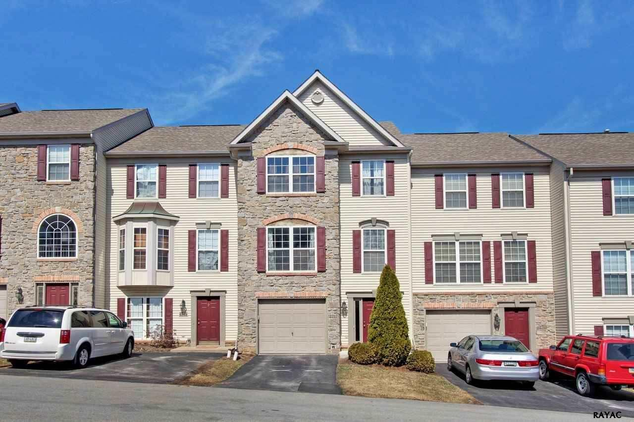 2707 Hunt Club Dr, York, PA 17402