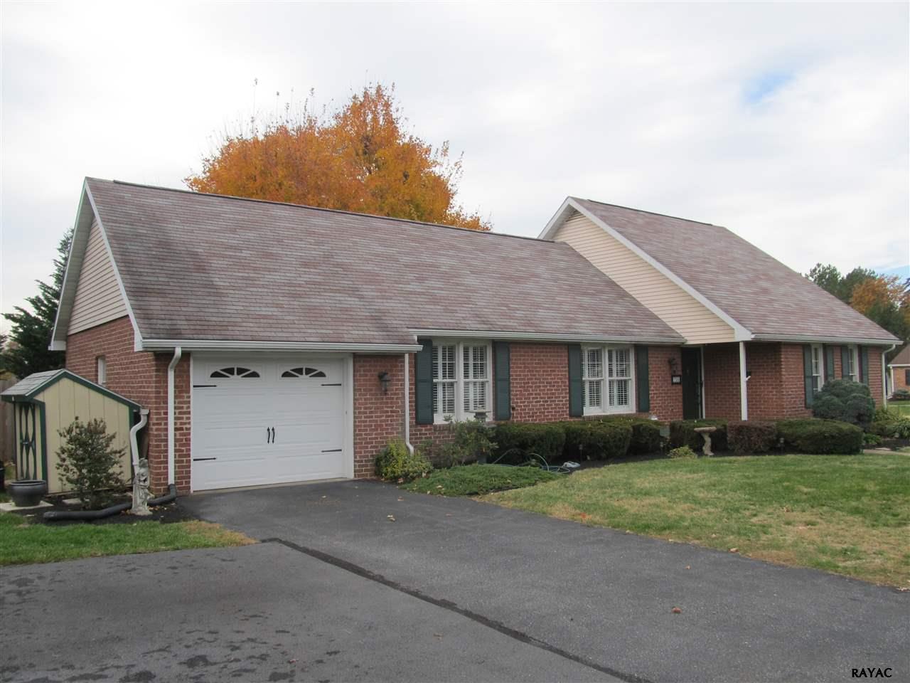 702 Long Ln, Chambersburg, PA 17201