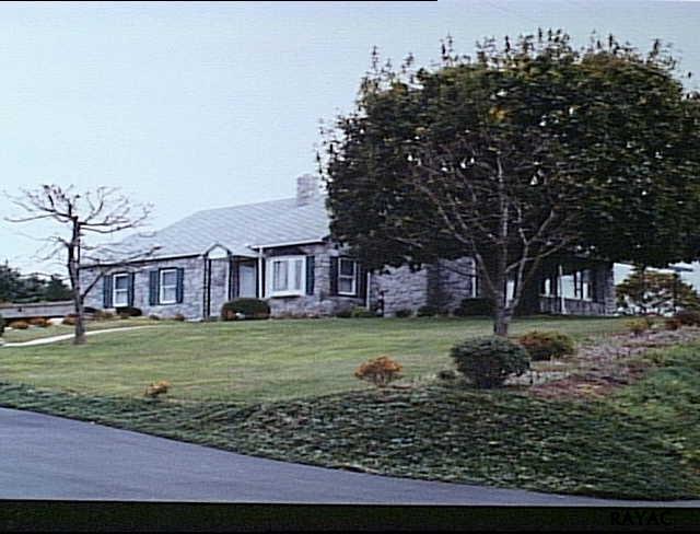 156 Big Mount Rd, Thomasville, PA 17364