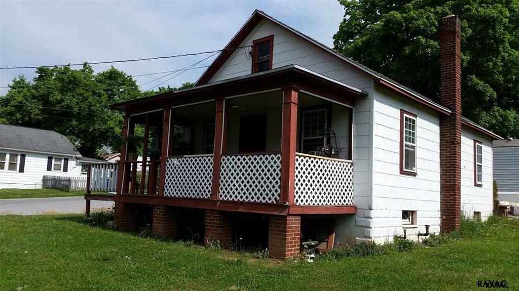 1345 Conewago Ave, Manchester, PA 17345