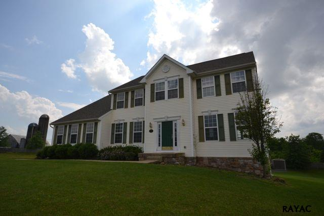 74 Springfield Dr, New Oxford, PA 17350