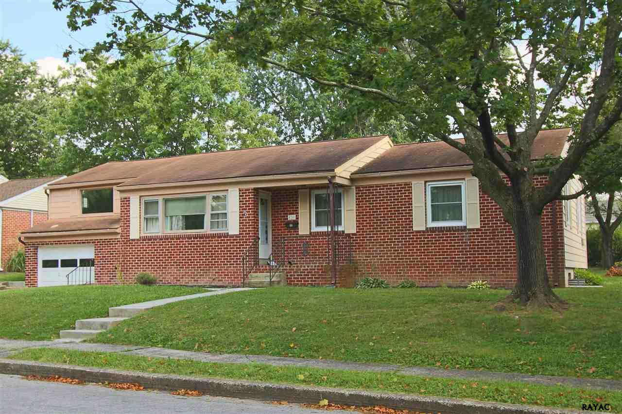 838 Fairview Ave, Gettysburg, PA 17325