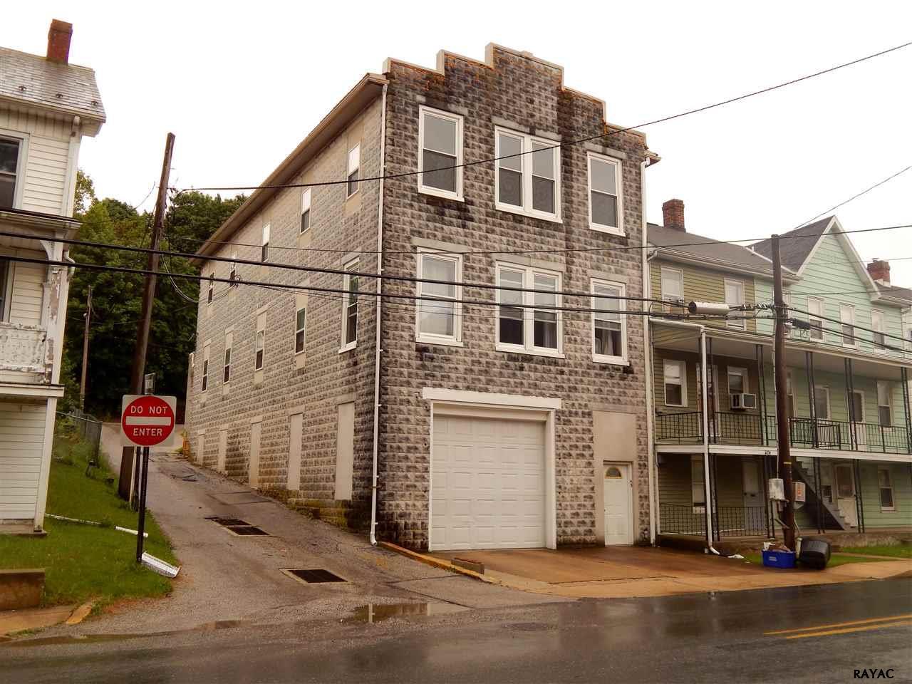 43 W Main St, Windsor, PA 17366