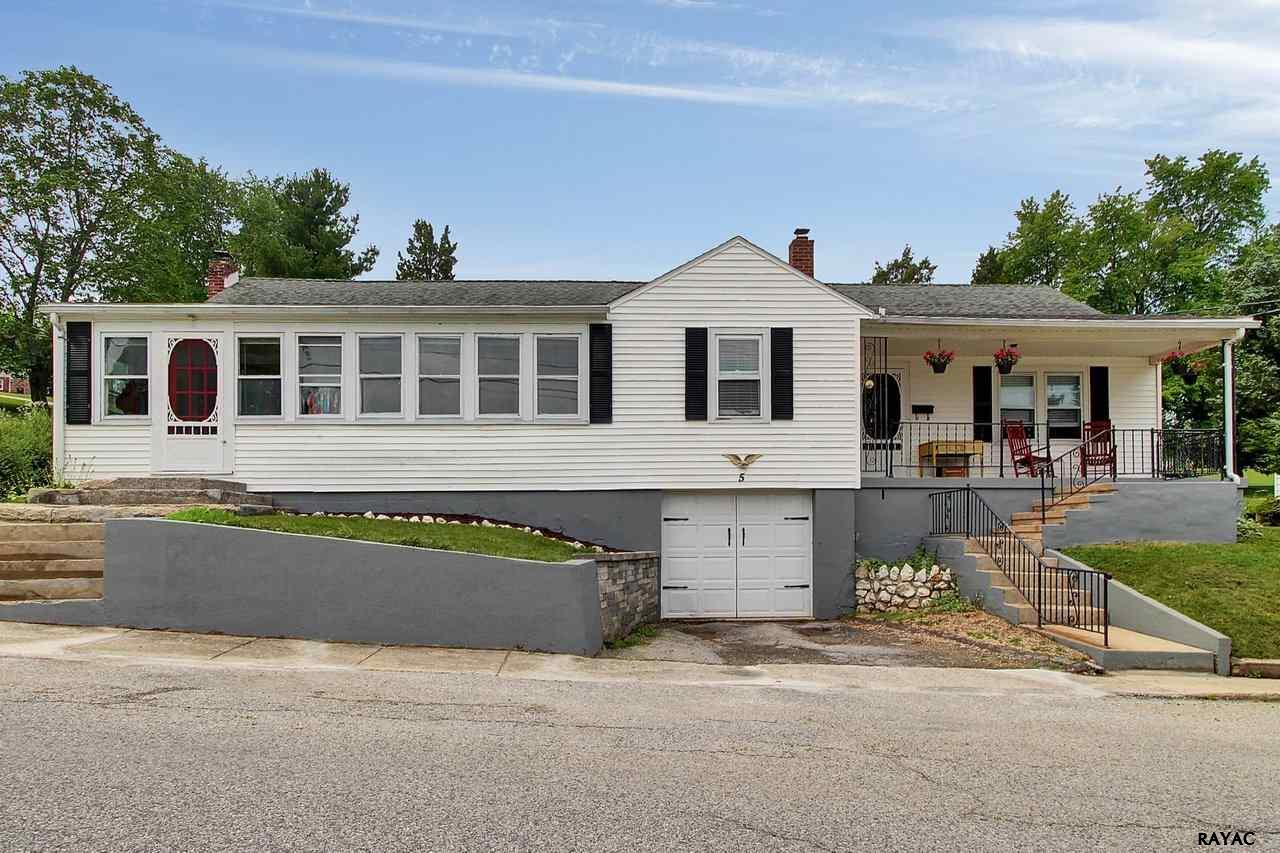 5 Glenvue Rd, Glen Rock, PA 17327