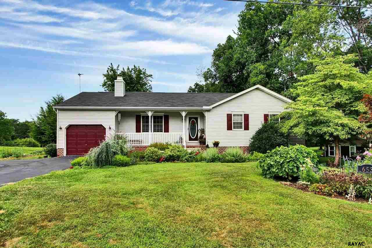 653 Curtis Dr, Gettysburg, PA 17325