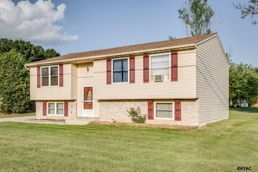 15 Hickory Ave, Gettysburg, PA 17325