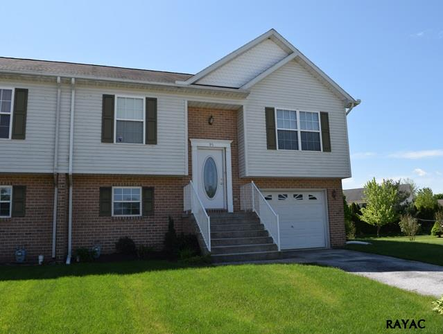 95 Curtis Dr, New Oxford, PA 17350