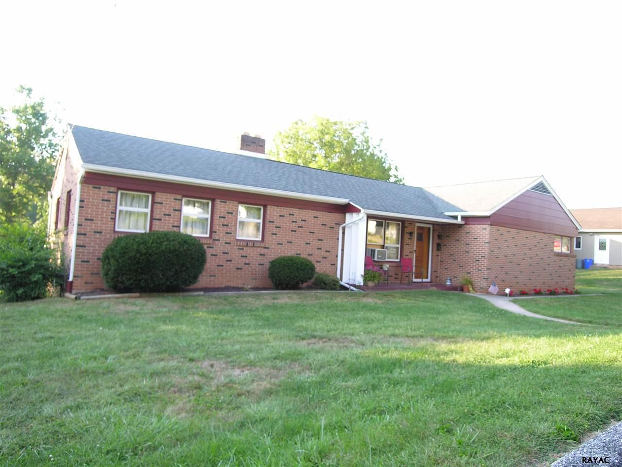 138 Park Ave, Glen Rock, PA 17327