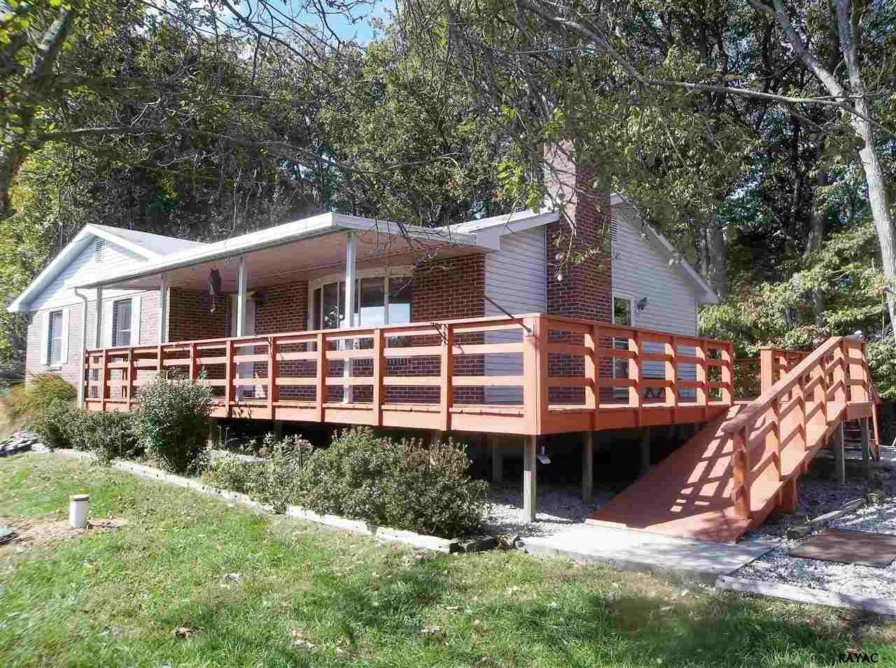 5536 Fair School Rd, Glen Rock, PA 17327