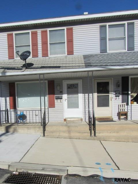 33 E High St, Red Lion, PA 17356