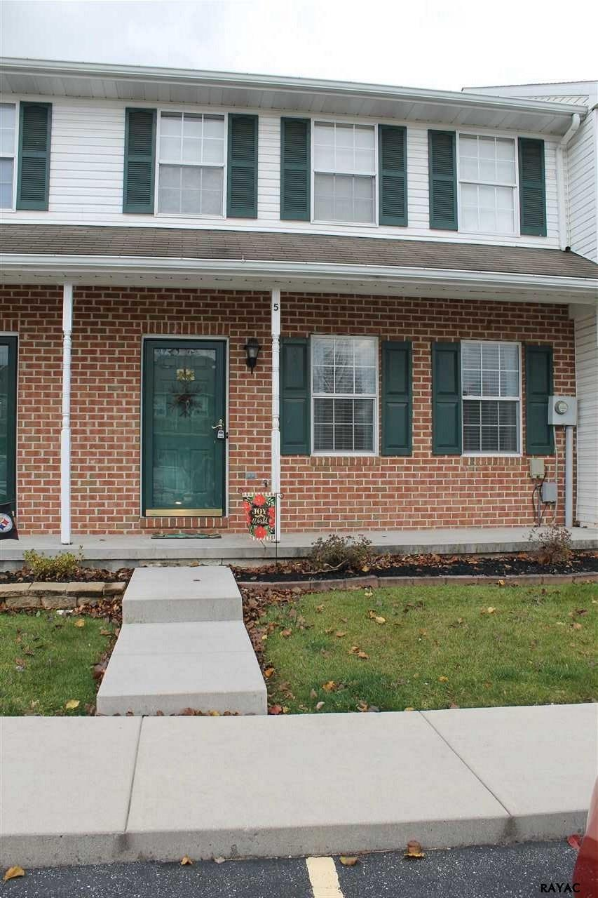 Photo of 5 Fiddler Drive  New Oxford  PA