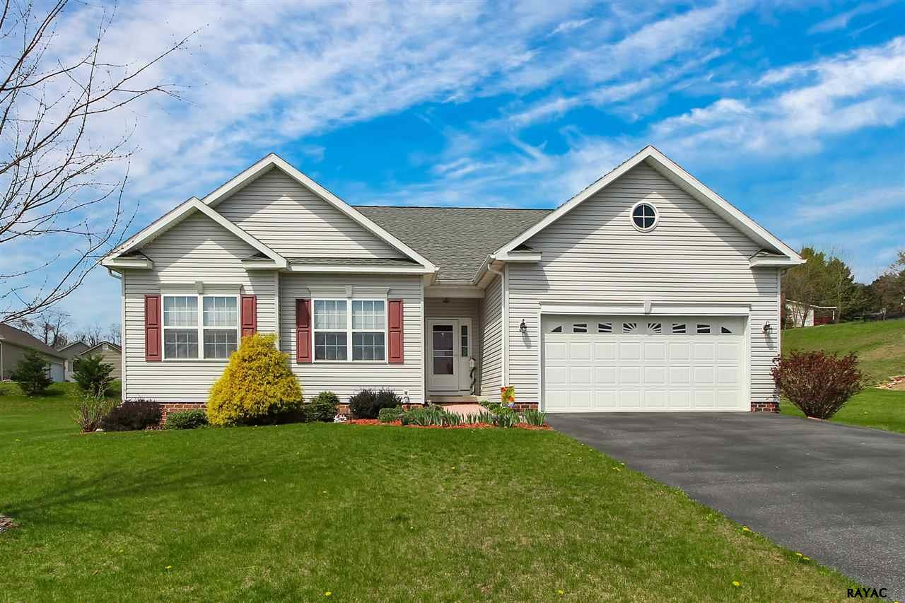 137 W Imperial Dr, Aspers, PA 17304