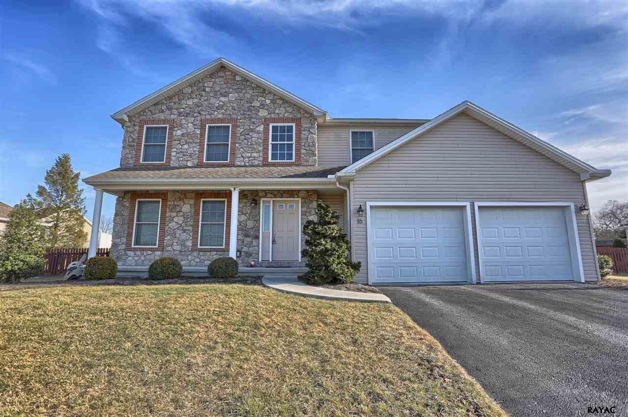 16 Sir William Dr, Newville, PA 17241