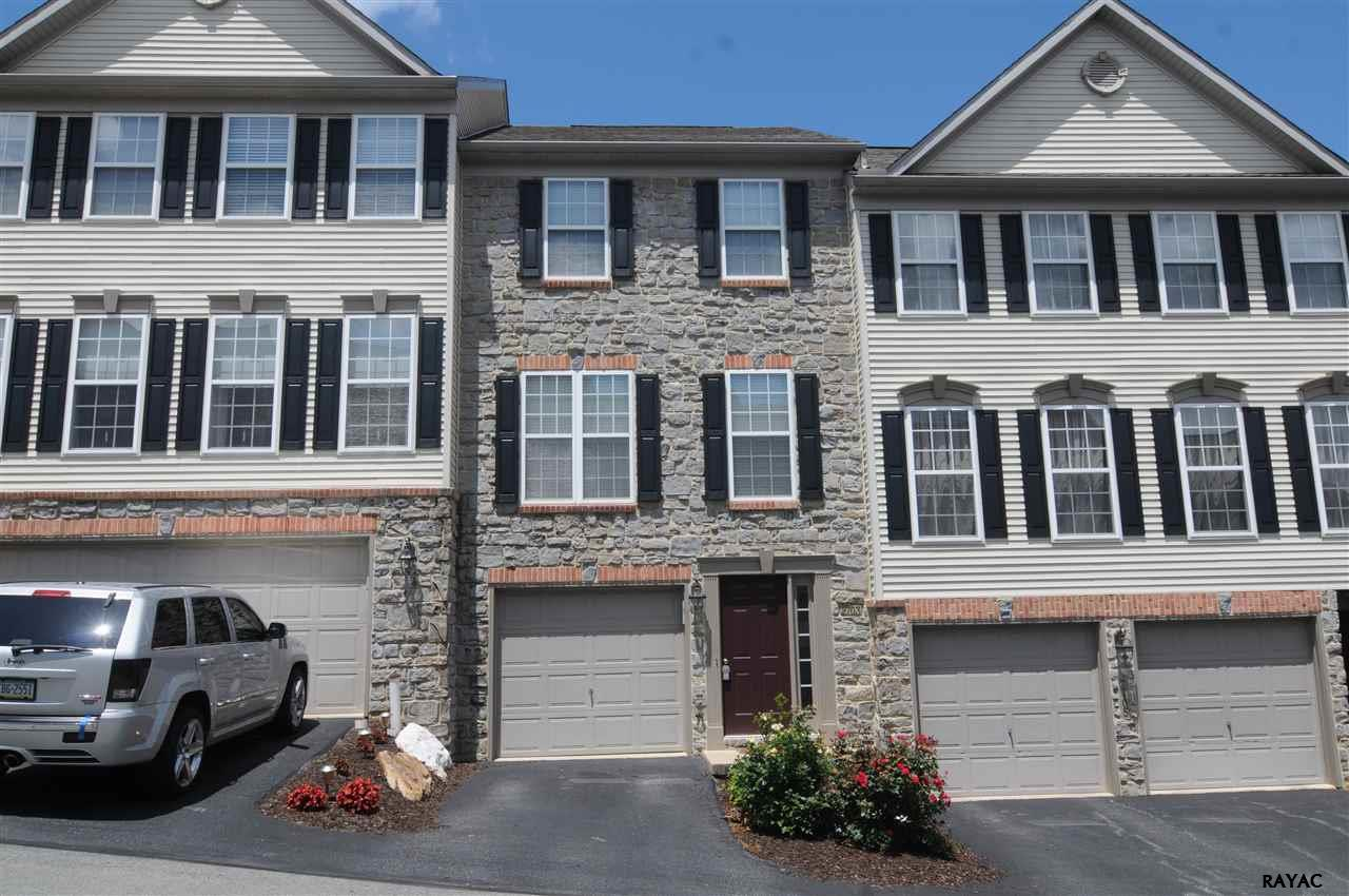 2703 Steeple Chase Dr, York, PA 17402