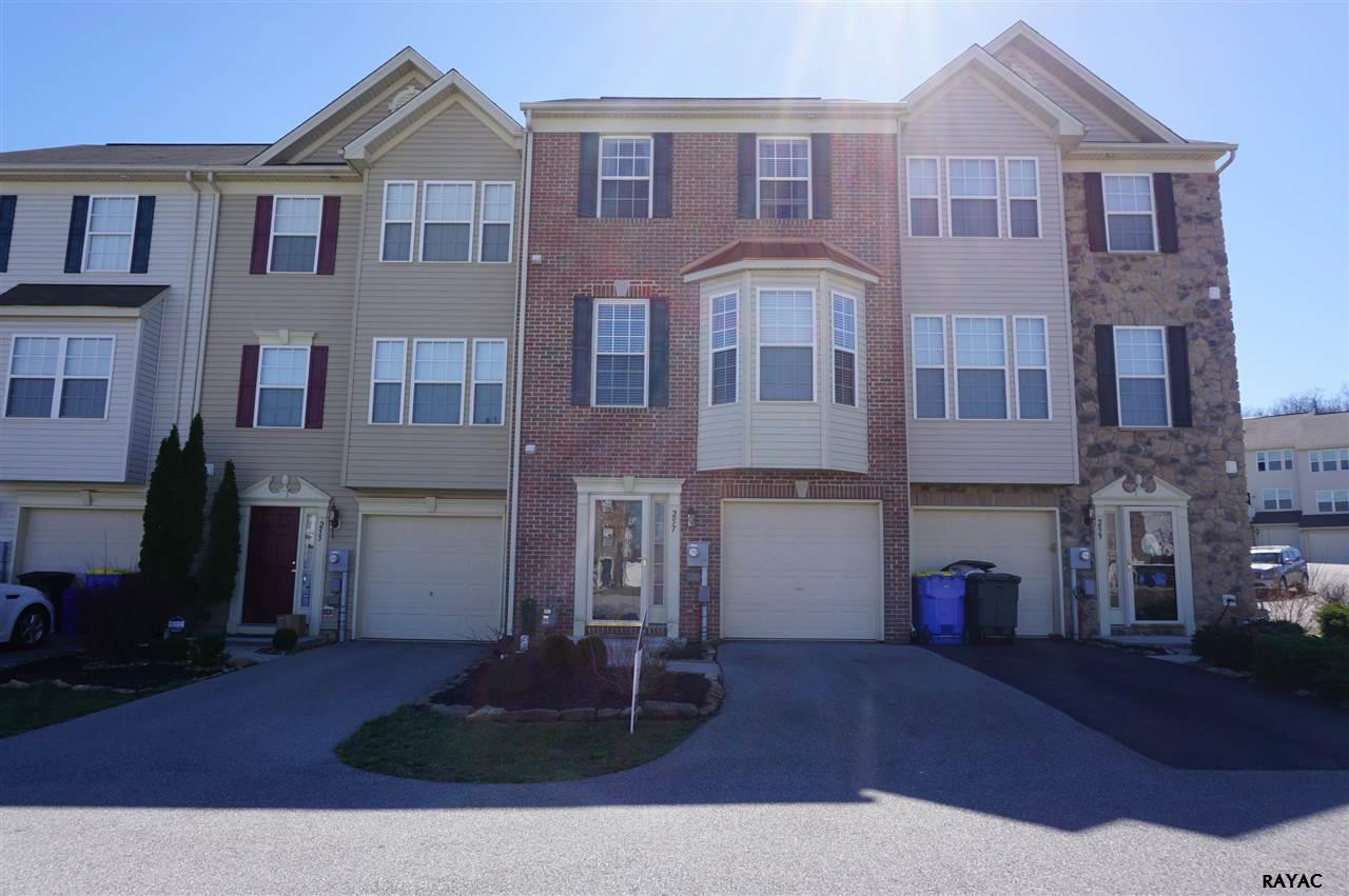257 Country Ridge Dr, Red Lion, PA 17356