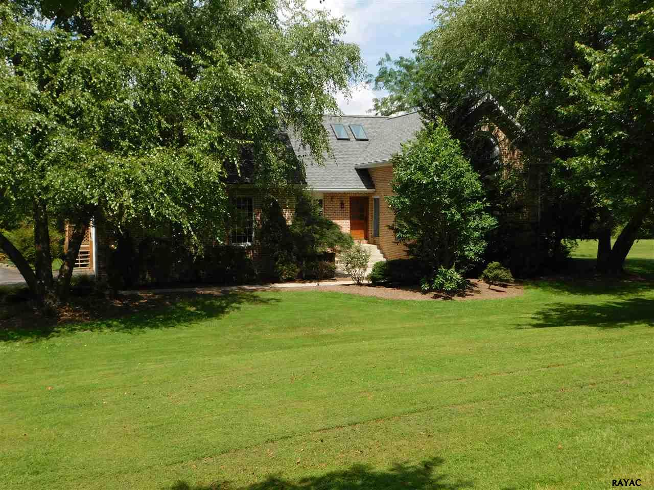 605 Holly Court York, PA 17406