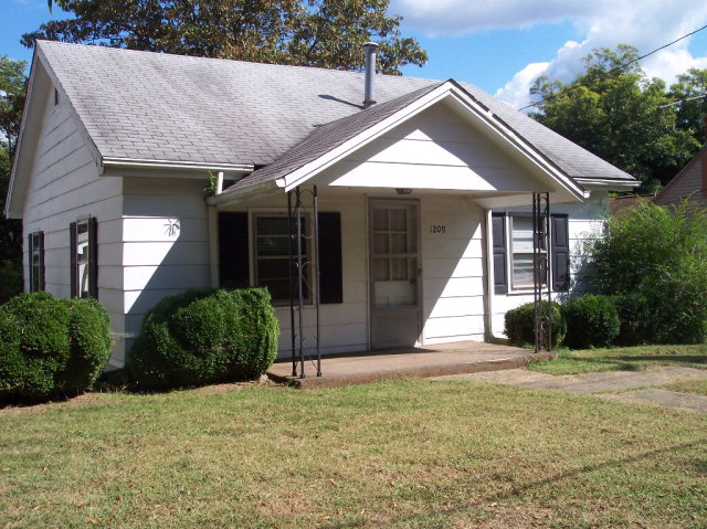 Photo of 1209 BARNES STREET  Reidsville  NC