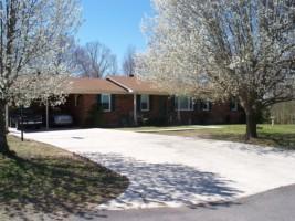 3208 Four Seasons Rd, Smithville, TN 37166