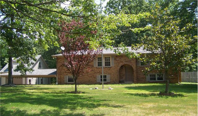 100 Carl Taylor Rd, Tennessee Ridge, TN 37178