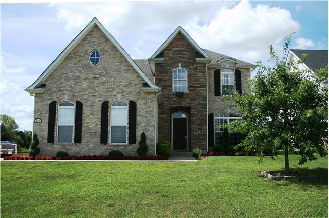 2220 Strickland Dr, Murfreesboro, TN 37127