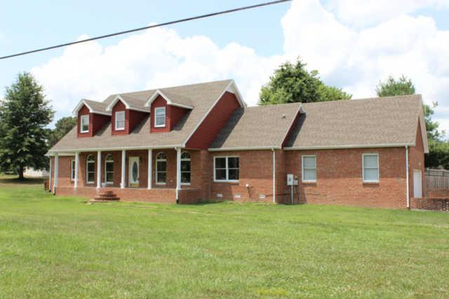 906 N Countrywood Rd, Adams, TN 37010