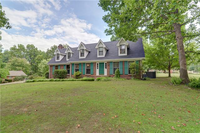 2619 Barwood Dr, Greenbrier, TN 37073