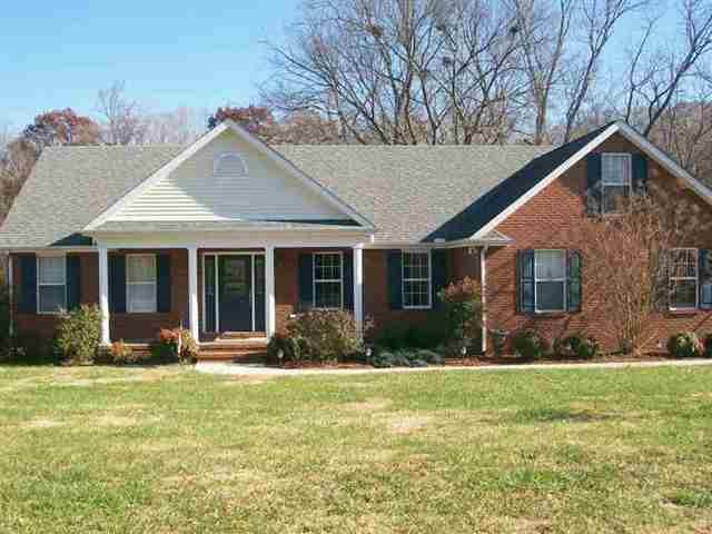 297 Woodland Creek Dr, Mcminnville, TN 37110