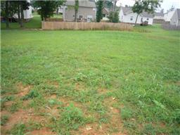 104 E Winterberry Trl, White House, TN 37188