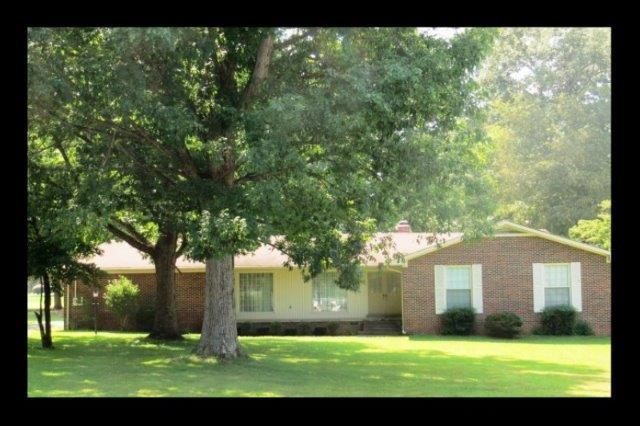 1901 Country Club Dr, Tullahoma, TN 37388