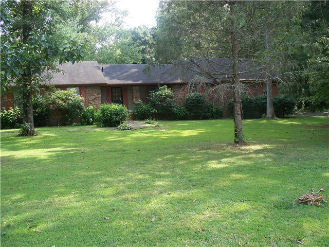 293 Oak Place Dr, Smithville, TN 37166