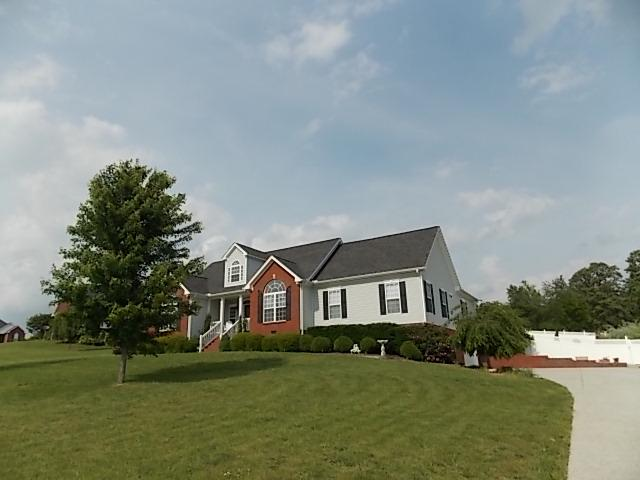 134 Shady Oak Dr, Dickson, TN 37055