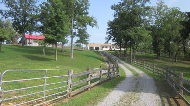 1555 Southside Rd, Southside, TN 37171