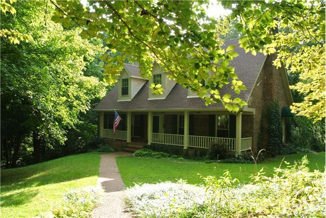 414 Robin Hill Rd, Clarksville, TN 37043