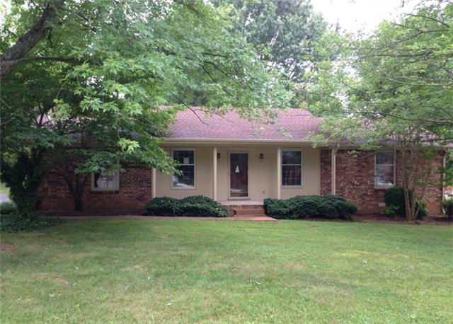 2317 Woodmont Dr, Springfield, TN 37172
