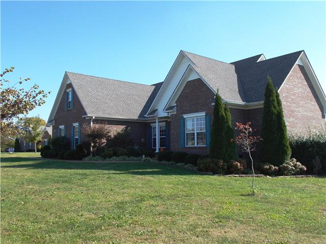 1400 Triple Crown Ct, Columbia, TN 38401