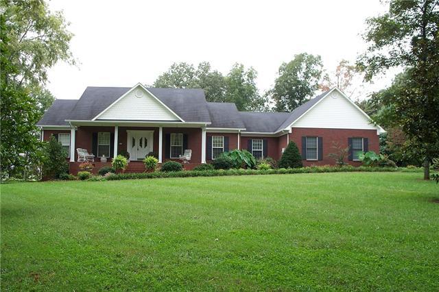 12 Woodland Cir, Lawrenceburg, TN 38464