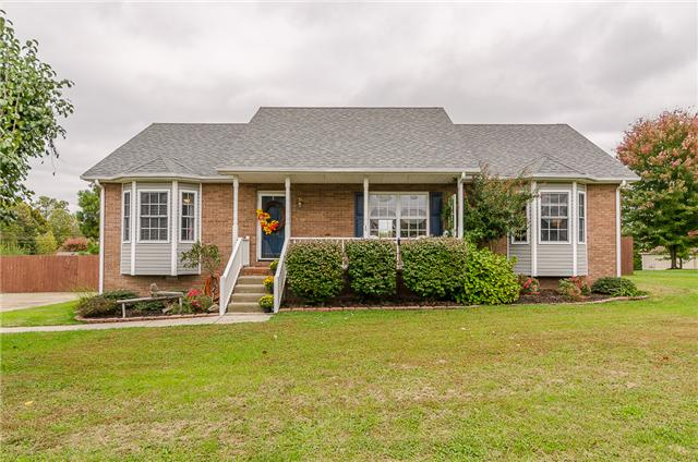 706 Red Hollow Dr, Springfield, TN 37172